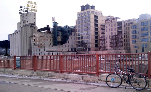 Crossing the Stone Arch Bridge (Day 2, #30daysofbiking)